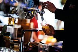 痛失市场份额、品牌溢价力不足,青岛啤酒上下两难