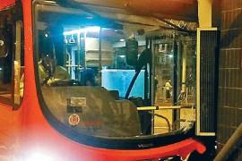 香港巴士又出事 左右摇晃2公里后撞两辆车