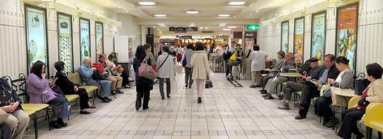 日本商店努力阻止顾客在店内吃外卖来避税