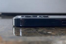 海外达人提前上手iPhone 12机模,对比iPhone 11这一点变化最明显