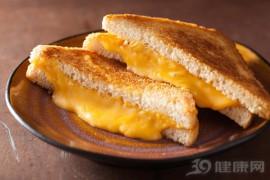 高考饮食指南:考前熬夜肚子饿,自制面包三明治