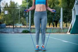 跳绳减肥法走红网络 专家表示任何瘦身法都需循序渐进