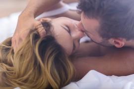 接吻一次互换8000万细菌!医生:身上5种病可能是亲出来的