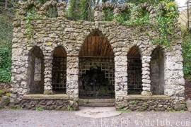 英国男子在后院发现18世纪中叶的花园石塔