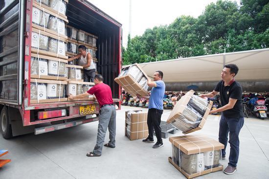 24小时运行+四班倒,每周数十万垃圾桶发往上海,疯狂的换桶市场让占全国塑料品产量70%的台州爆仓数月 网文选读 第2张