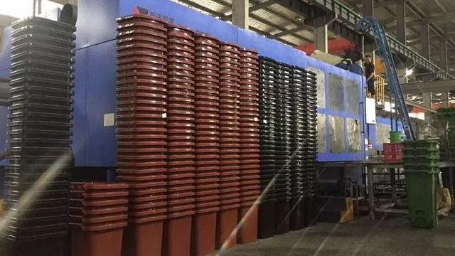 24小时运行+四班倒,每周数十万垃圾桶发往上海,疯狂的换桶市场让占全国塑料品产量70%的台州爆仓数月 网文选读 第1张