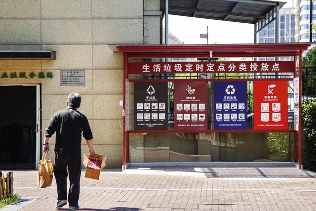 24小时运行+四班倒,每周数十万垃圾桶发往上海,疯狂的换桶市场让占全国塑料品产量70%的台州爆仓数月 网文选读 第4张