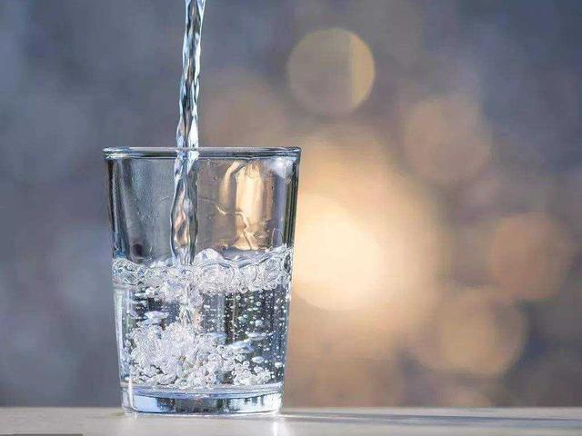 清晨起床第一杯,到底喝什么水?不少人都弄错了 清晨起床第一杯,到底喝什么水?不少人都弄错了 健康养生