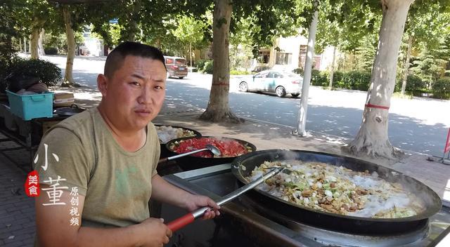 """农村大哥做""""喂猪菜"""",9块1份,每天最少卖500份,农民工的福利 经营参考 第3张"""