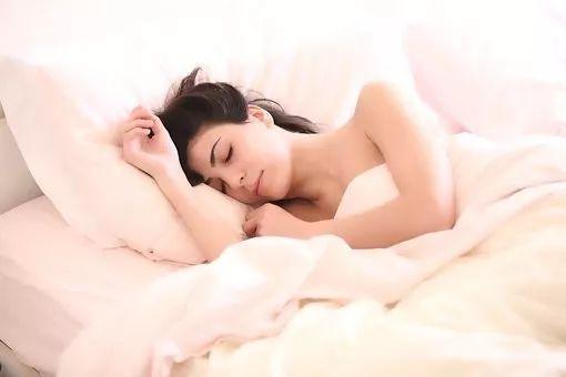 糖跟碳水竟成失眠的元凶?让医学大数据给你解答 糖跟碳水竟成失眠的元凶?让医学大数据给你解答 健康养生