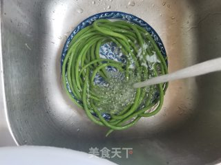 芝麻酱蒜泥拌豆角的做法步骤 家常菜谱 第4张
