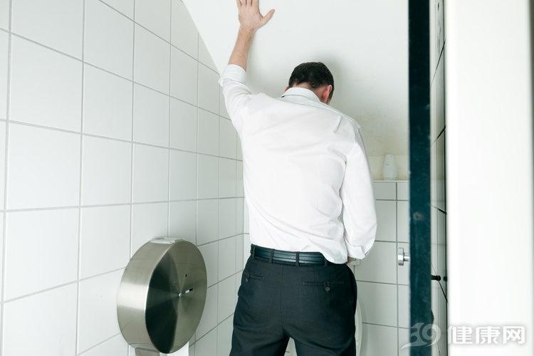 一般情况下,男人都是站着尿尿,为何日本男人更愿意蹲着排尿? 生活与健康 第3张
