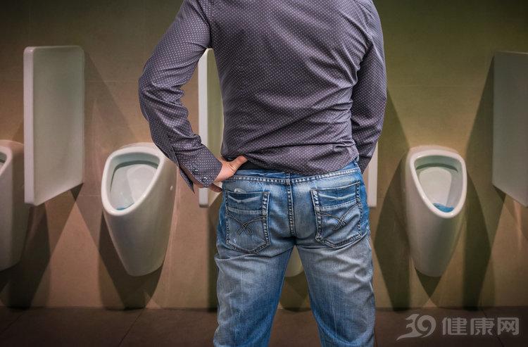 一般情况下,男人都是站着尿尿,为何日本男人更愿意蹲着排尿? 生活与健康 第4张