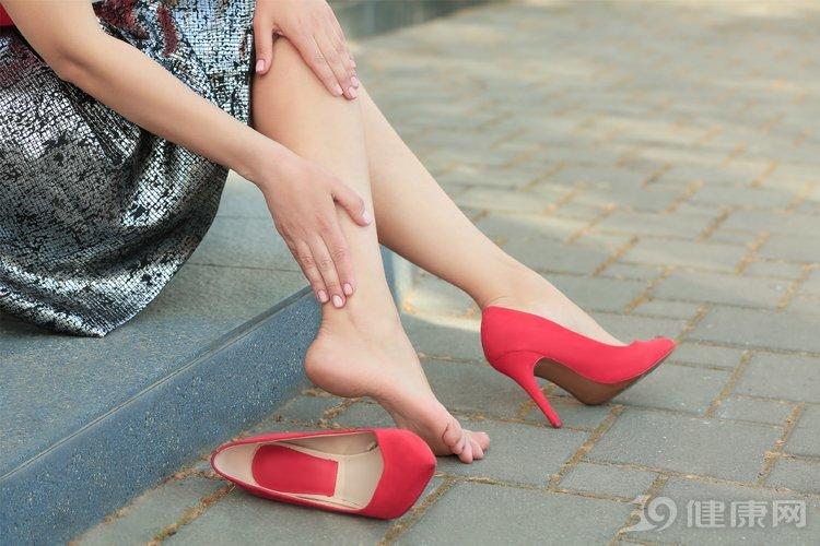 人老腿先衰:腿部出现这4个信号,是衰老的征兆 生活与健康 第1张