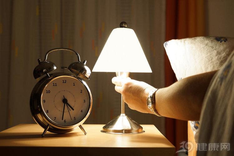 战斗时,该关灯还是开灯?结束后可以裸睡吗?都听听解释 情感天地 第1张