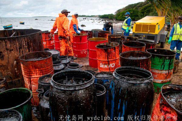 日本货轮模里西斯触礁漏油 船身断裂成两半 大千世界 第3张