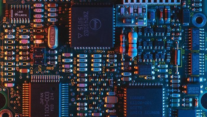 芯片业抢人大战:猎头爆单,有公司被挖空 网文选读 第1张