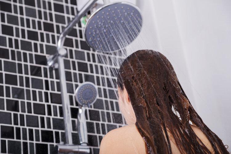 女孩洗澡时也会站着排尿?别不好意思,这可能对身体还有好处 健康养生 第4张