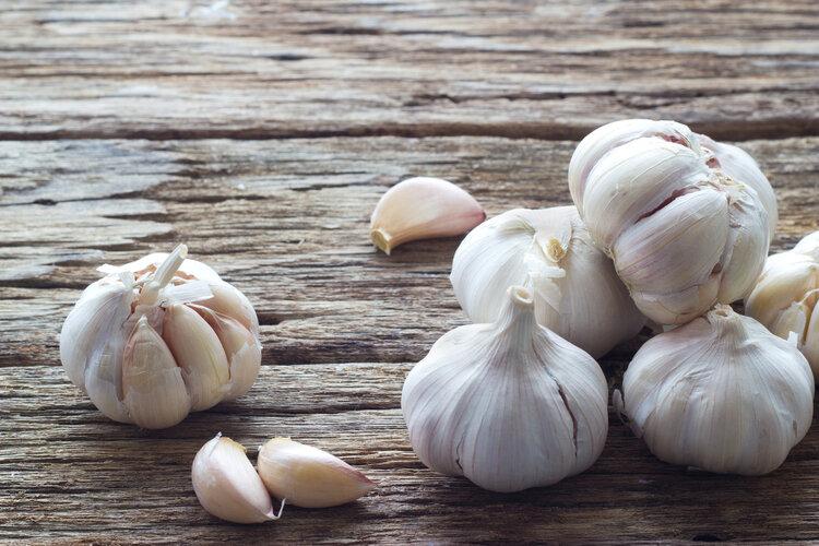 大蒜炝锅会致癌,真的假的?哪些人不能吃大蒜?今天解开你的疑惑 饮食文化 第1张
