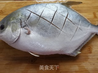红烧平鱼的做法步骤 家常菜谱 第2张