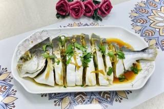 清蒸鲳鱼的做法步骤 家常菜谱 第5张