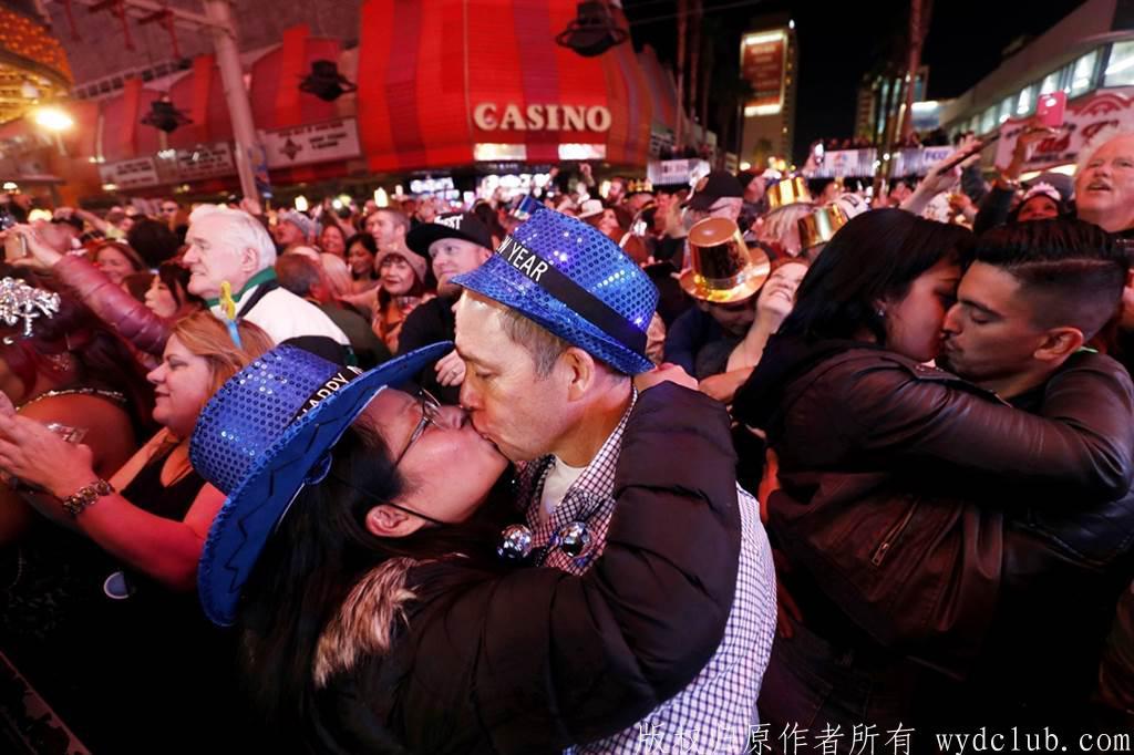 20201230005816.jpg 悲惨新年 变种病毒扩散 2大国爱侣跨年夜最激情大事被禁了 大千世界