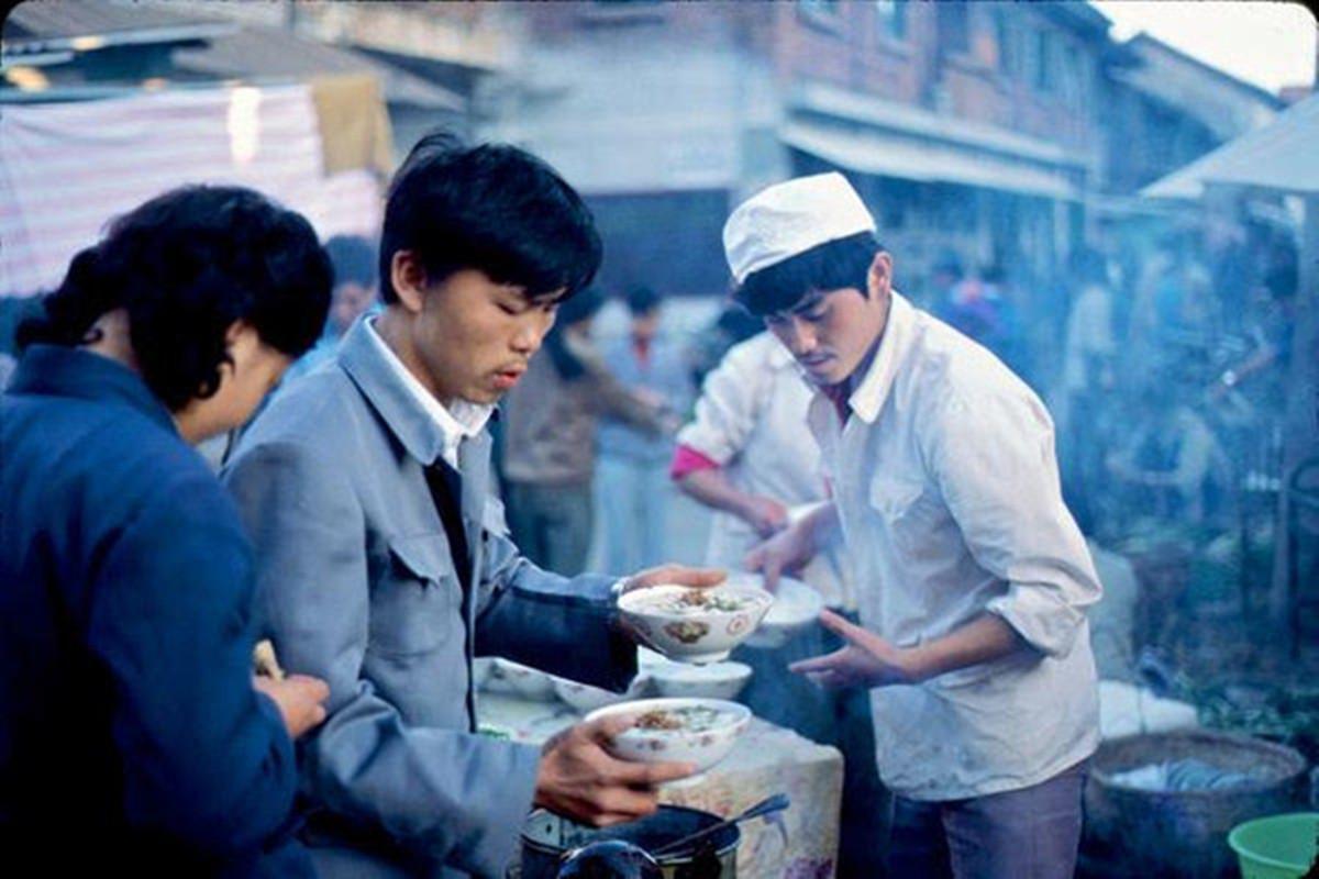 老照片:1984年的昆明,小锅米线是昆明人的最爱 无忧杂谈 第7张