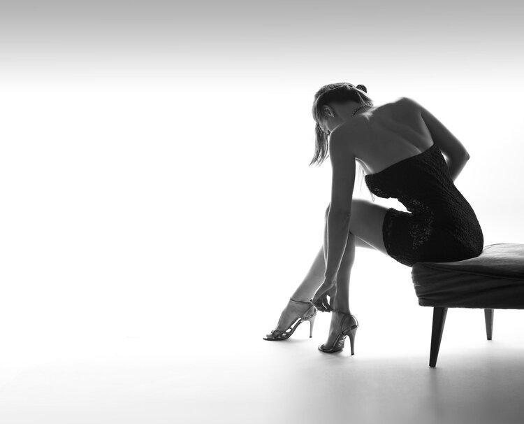 偏爱高跟鞋的女性 警惕拇外翻第1张-无忧岛网 偏爱高跟鞋的女性 警惕拇外翻 健康养生