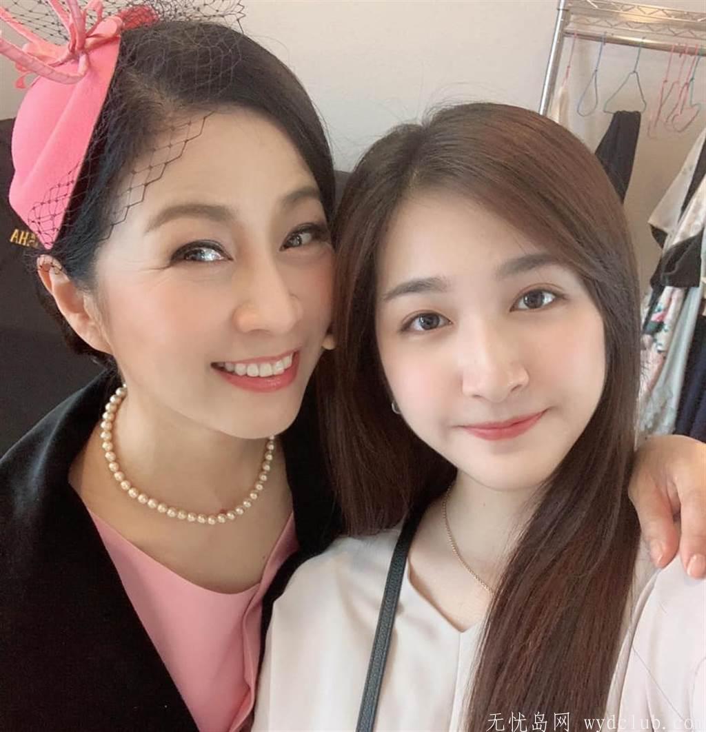 方文琳合影21岁校花女儿 网讚爆:最美母女档 娱乐界 第2张