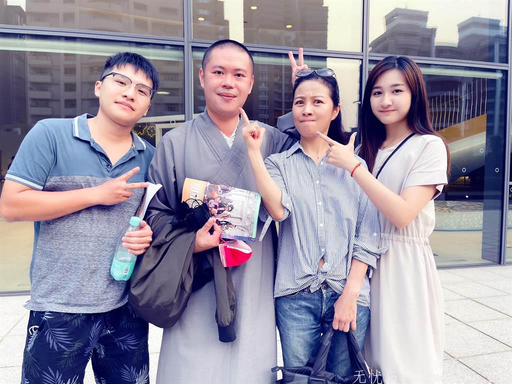 方文琳合影21岁校花女儿 网讚爆:最美母女档 娱乐界 第3张