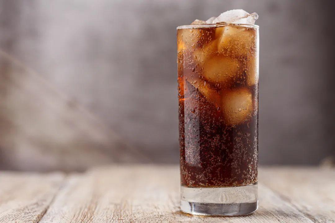 """碳酸饮料的几大""""罪行"""",需适当控制 生活与健康 第1张"""